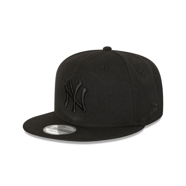 NEW YORK YANKEES BLACK ON BLACK 9FIFTY SNAPBACK 3 quarter left view